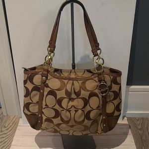 🌸 Beautiful shoulder bag by Coach 🌸🍀
